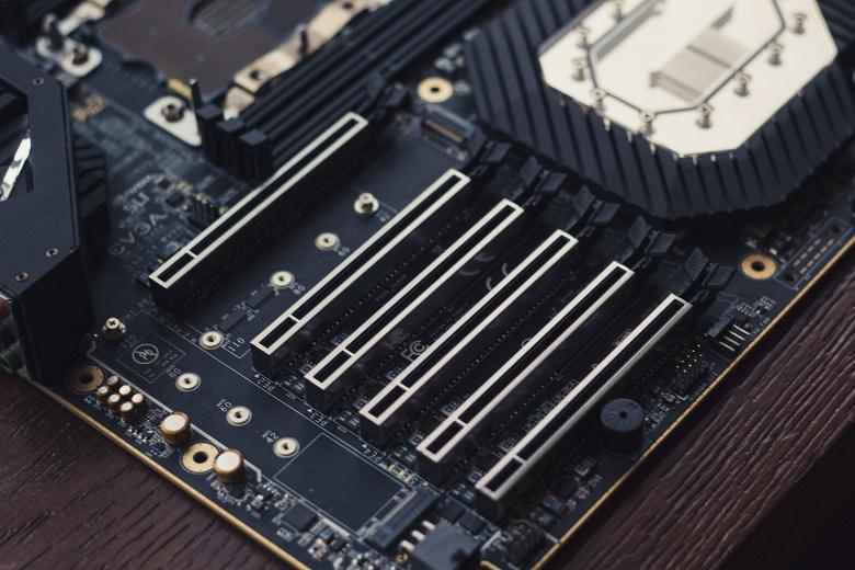 Стали известны подробности о плате EVGA SR-3 Dark с процессорным гнездом LGA 3647