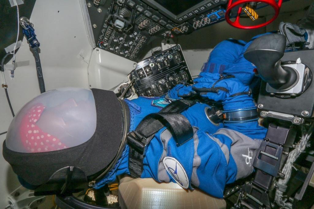 «Старлайнер» совершил успешную посадку в штате Нью-Мексико США - 9