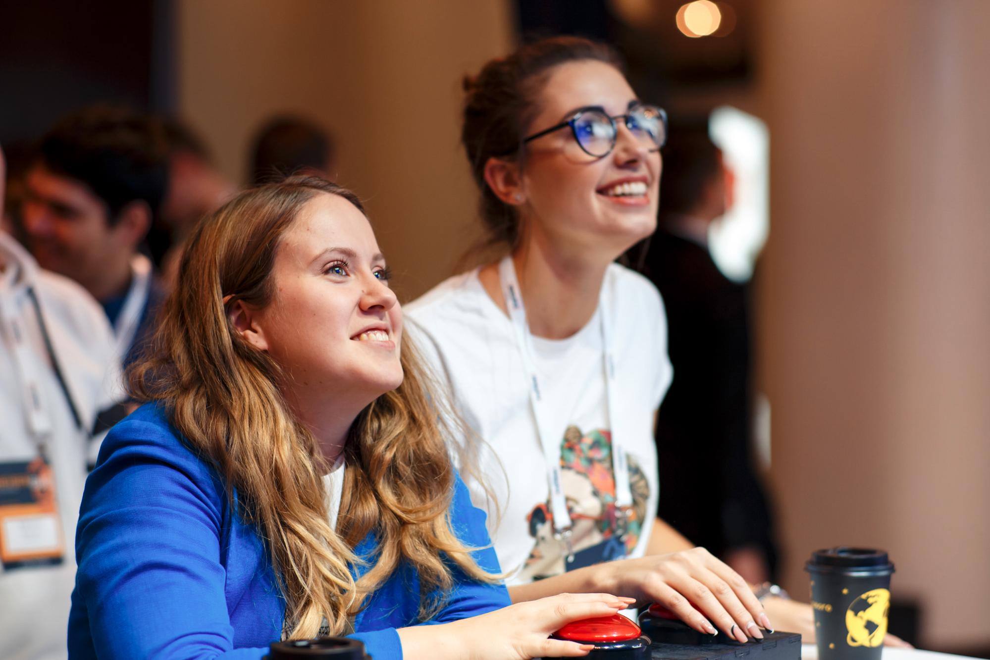 Две красные кнопки, паяльник и React: как мы делали движуху для IT-конференции - 1
