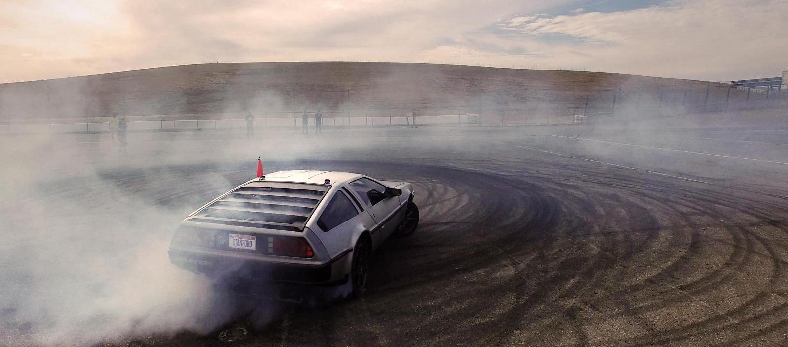 Робомобиль DeLorean научили дрифтить - 1