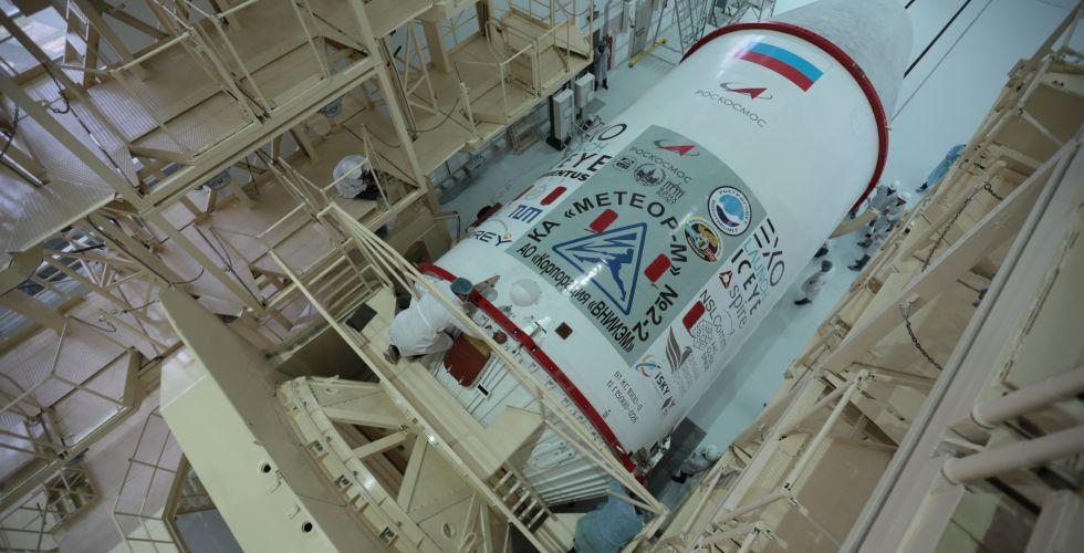Российский спутник «Метеор-М» сошёл с орбиты после удара метеорита - 1