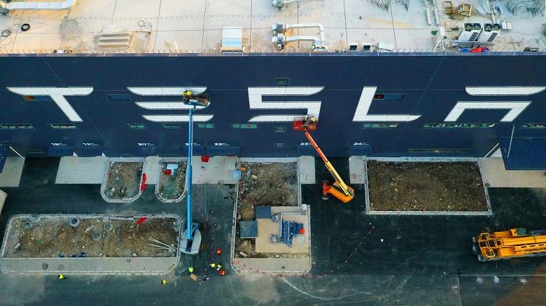 Tesla отгрузит первые 15 электромобилей Model 3, изготовленных в Шанхае, 30 декабря