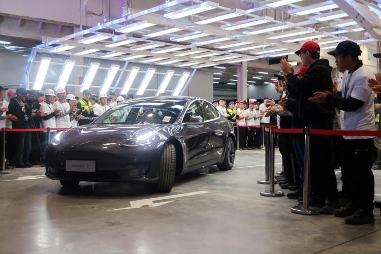 Первые произведённые в Китае автомобили Tesla Model 3 вручены покупателям