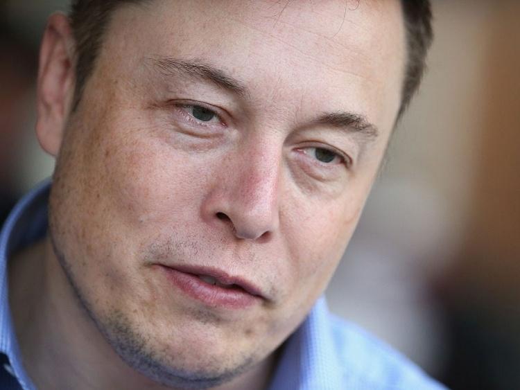 Илон Маск в канун Нового года находится на заводе Tesla в Калифорнии