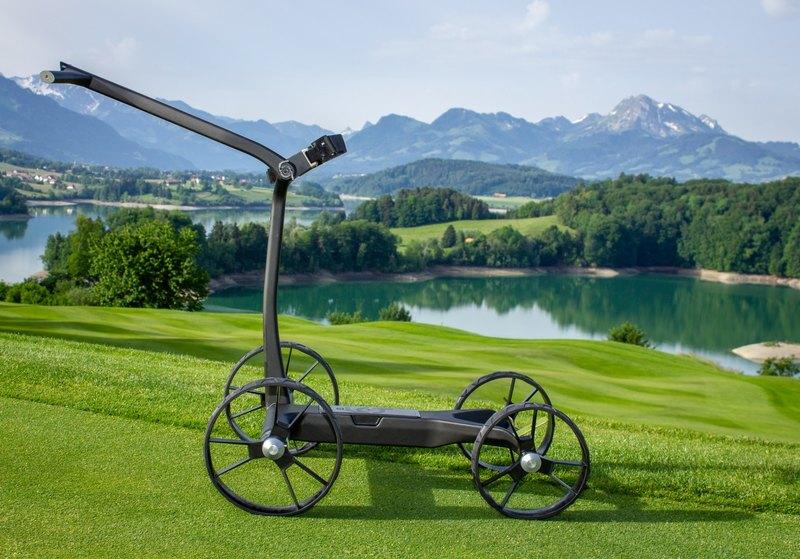 Тележка для гольфа, движущаяся в соответствии со скоростью пользователя - 3