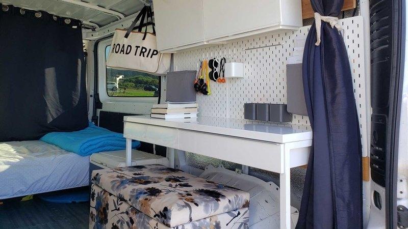 Фургон начинили мебелью из IKEA