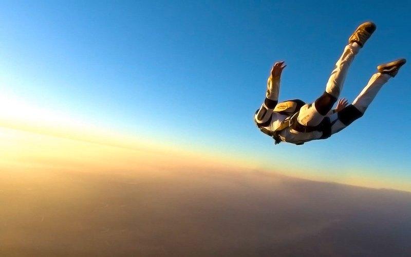 10 км без парашюта: что делать, если вы выпали из самолёта