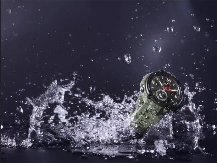 Живые фото неубиваемых умных часов Amazfit T-Rex, которые работают 20 дней без подзарядки