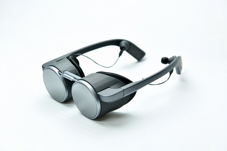 Компания Panasonic представила, по ее словам, первые в мире VR-очки с поддержкой HDR и UHD