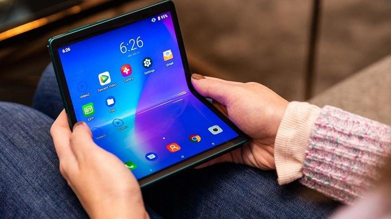 В Лас-Вегасе показали странный смартфон со складным экраном