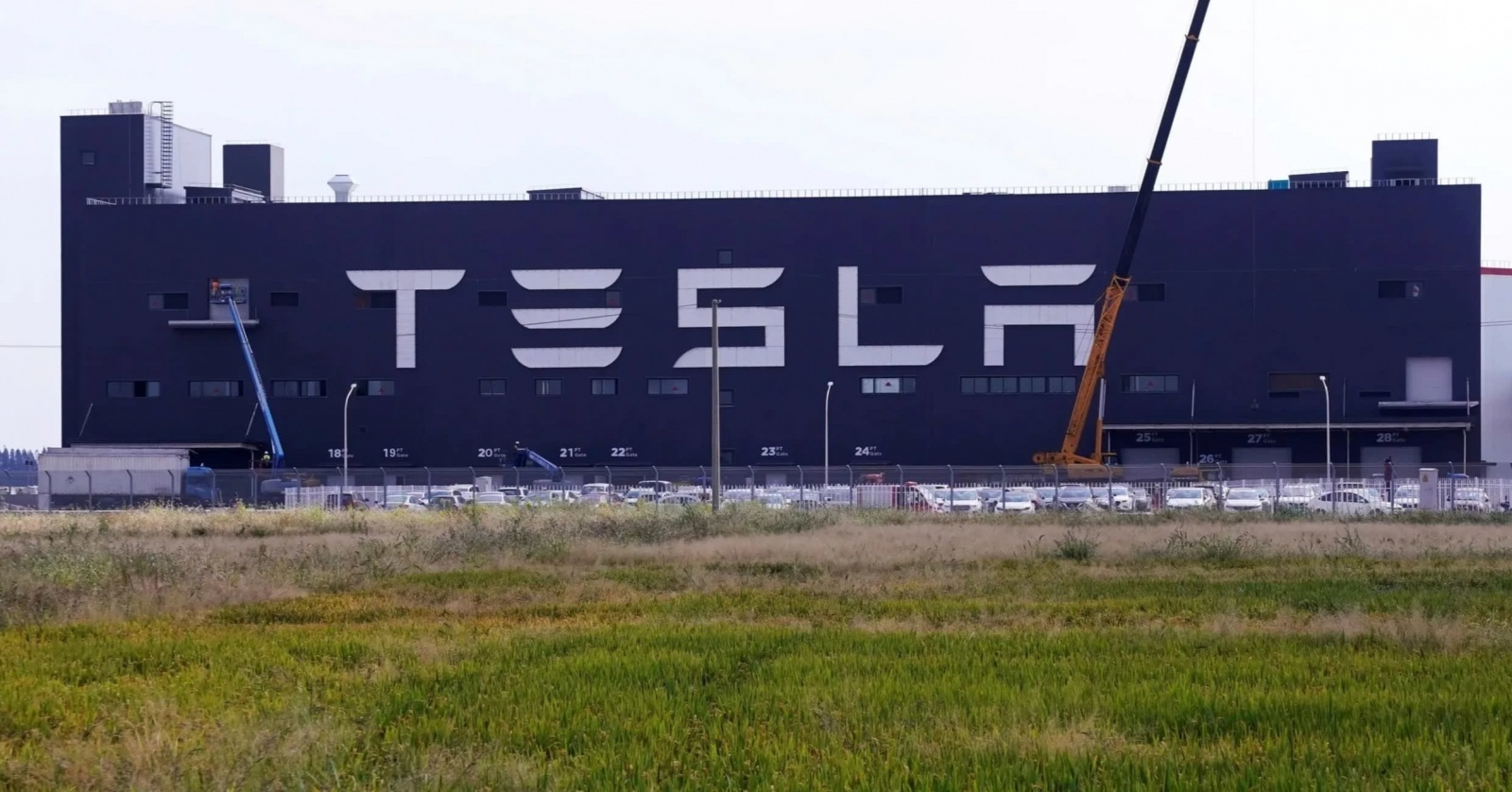 Tesla открыла первый завод за пределами США