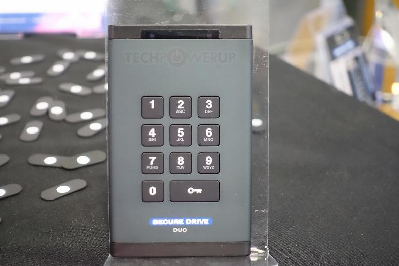 Защищенный внешний накопитель SecureData SecureDrive Duo оснащен клавиатурой