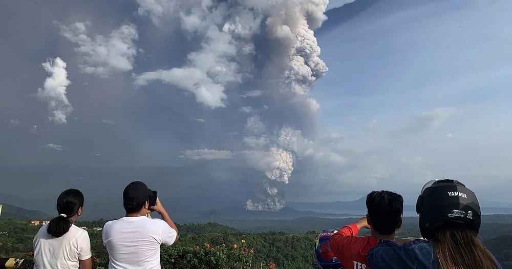 Извержение вулкана Тааль на Филипппинах: катастрофа в прямом эфире
