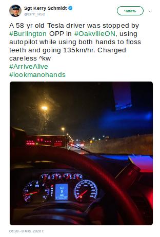 Водителя Теслы оштрафовали за то что он чистил зубы во время движения на автопилоте - 2