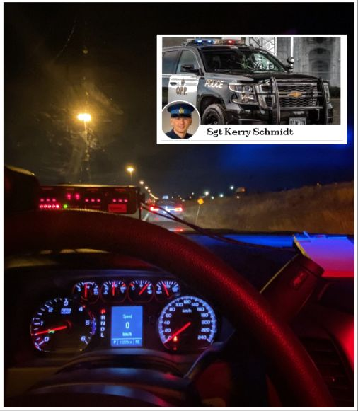 Водителя Теслы оштрафовали за то что он чистил зубы во время движения на автопилоте - 1
