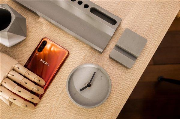 Meizu удивила странным набором для настоящего рабочего стола