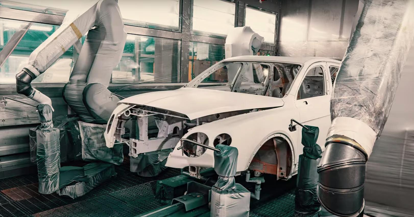 Bentley засняла процесс сборки Bentayga с помощью дрона