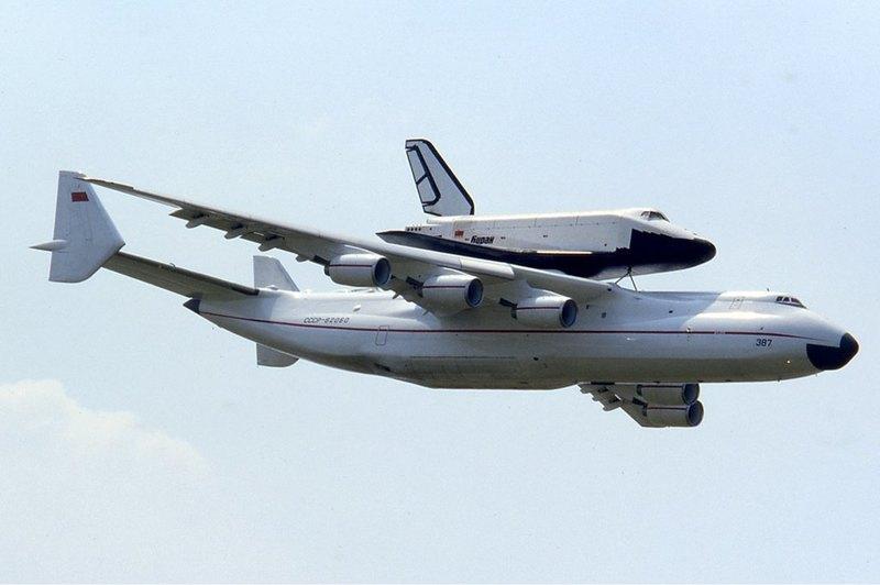 Фура в небе: самый большой самолет в мире