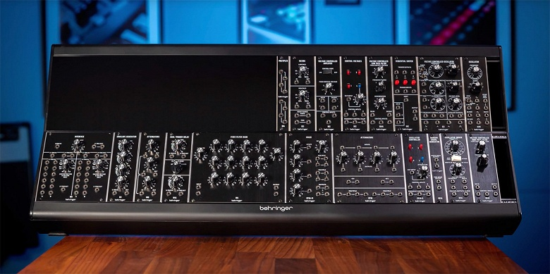 Behringer продолжает клонировать известные синтезаторы Moog и Roland