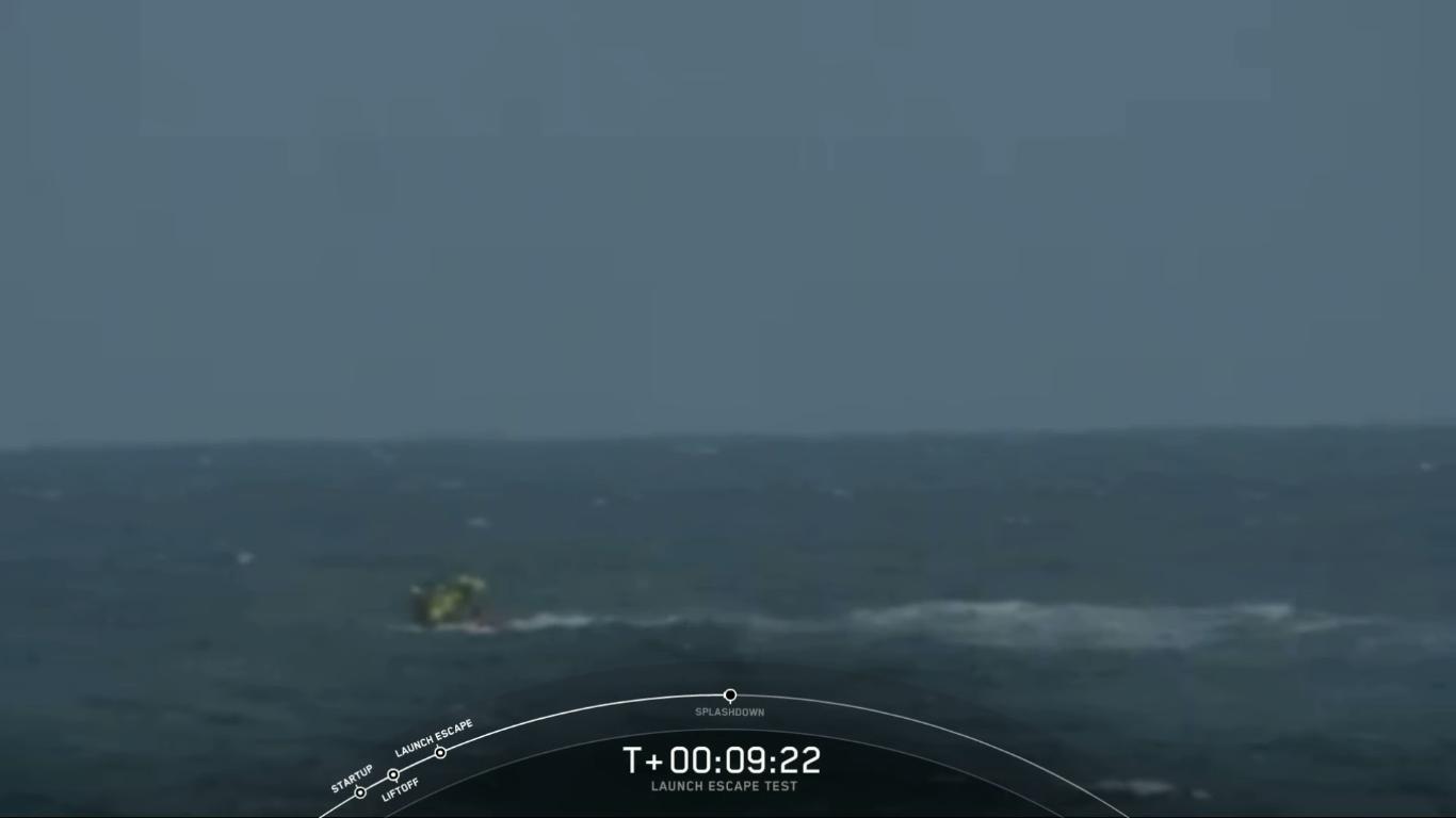 SpaceX успешно провела испытание системы спасения корабля Crew Dragon - 35