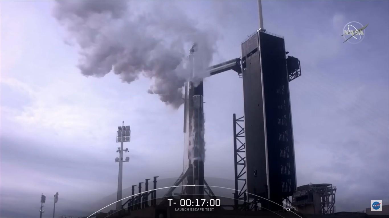 SpaceX успешно провела испытание системы спасения корабля Crew Dragon - 7