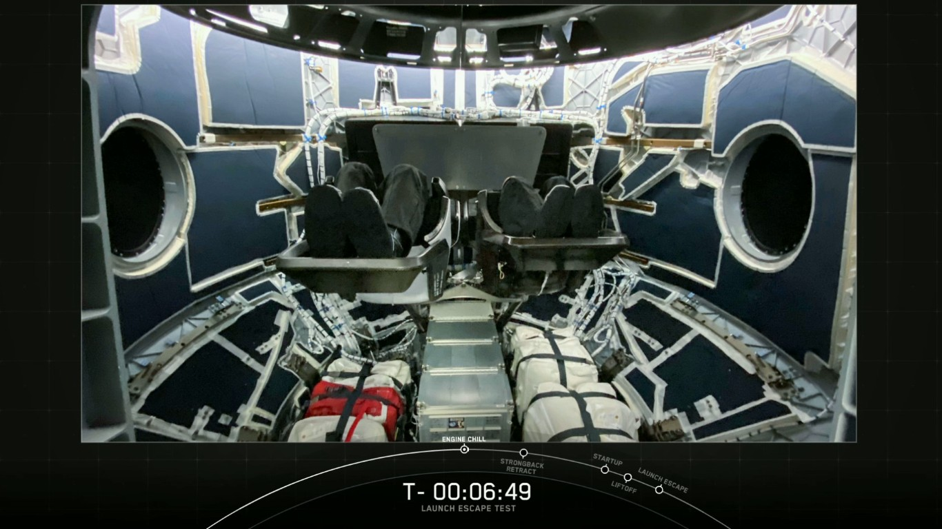 SpaceX успешно провела испытание системы спасения корабля Crew Dragon - 9