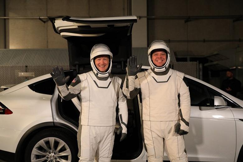 Tesla Model X стал официальным автомобилем для астронавтов SpaceX