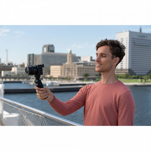 Рукоятка-штатив-пульт Sony GP-VPT28T для беззеркальных камер стоит 140 долларов