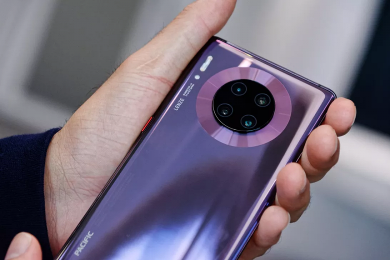 Смартфоны Huawei Mate 30 и Mate 30 Pro получили обновление EMUI 10