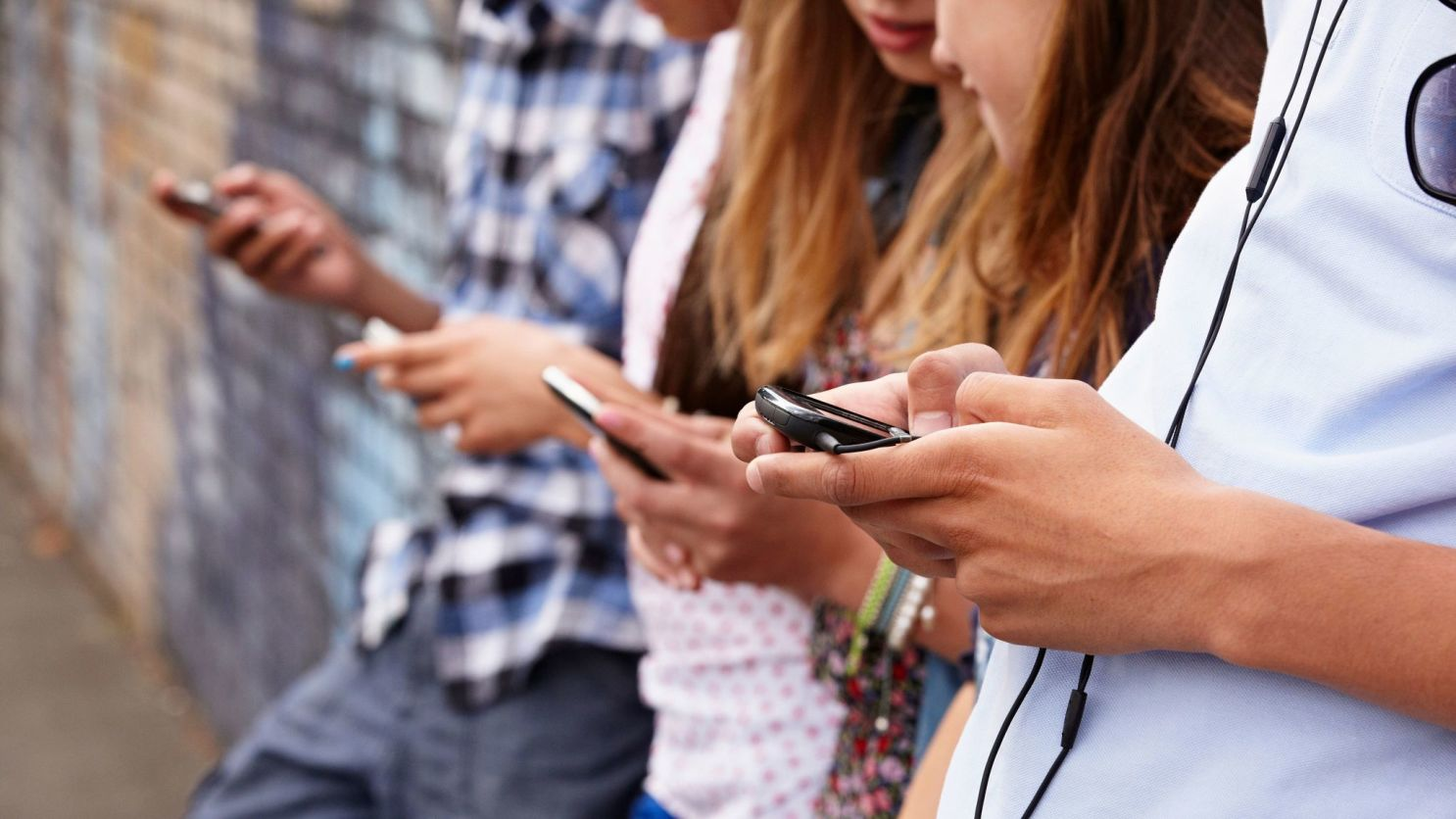 Чёткой связи между детской депрессией и смартфонами не нашли. Но исследования противоречат друг другу - 1