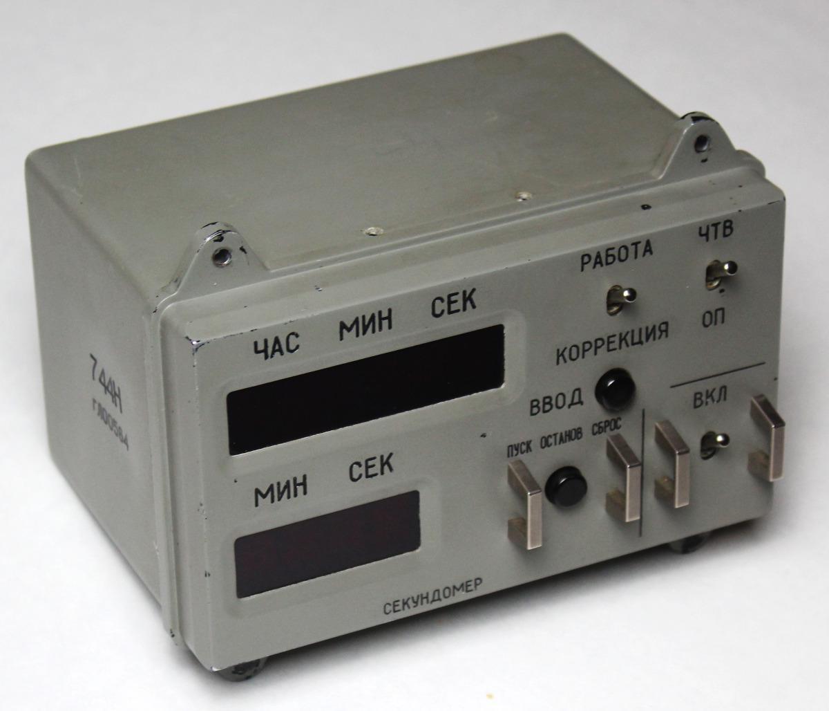 Разбираем цифровые часы с космического корабля «Союз» - 1