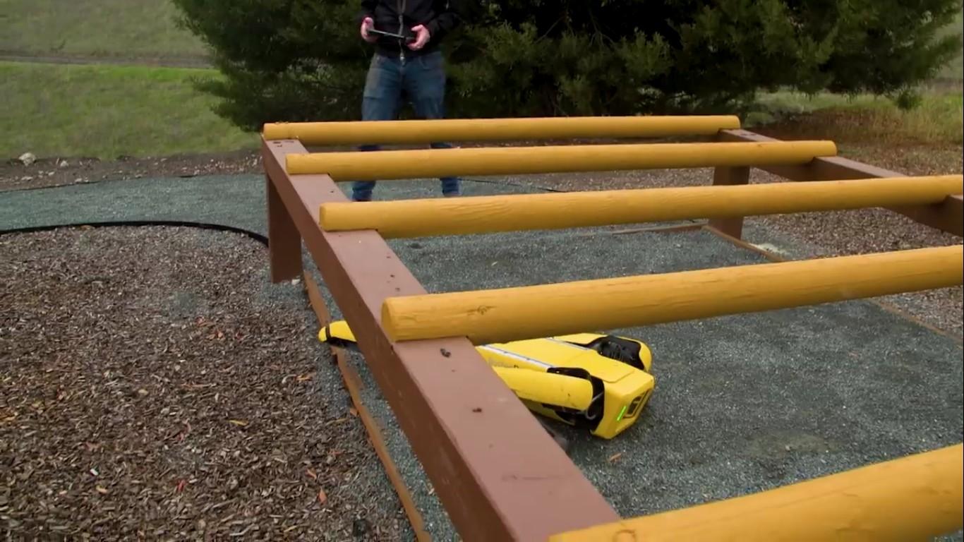 Адам Севидж начал годовое тестирование робота Boston Dynamics Spot на YouTube-канале Tested - 21