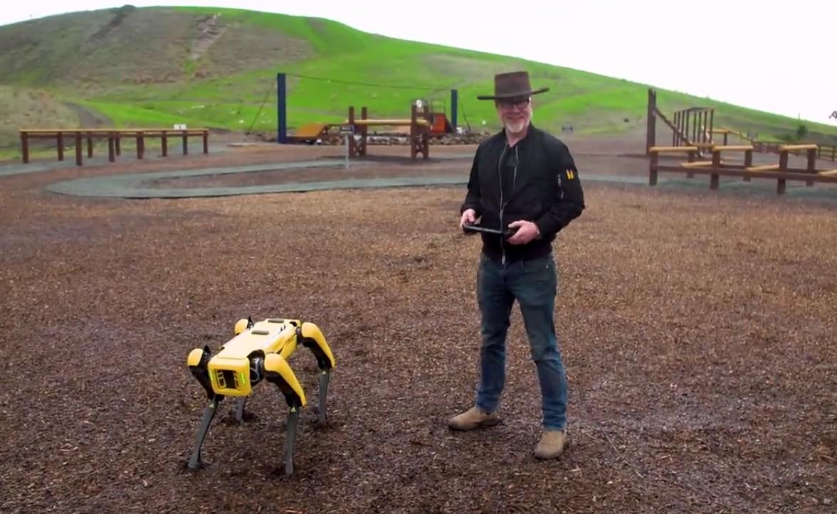 Адам Севидж начал годовое тестирование робота Boston Dynamics Spot на YouTube-канале Tested - 1