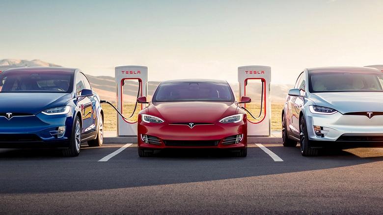 Электромобили Tesla ожидает «железное» обновление. Беспроводная зарядка для смартфонов включена