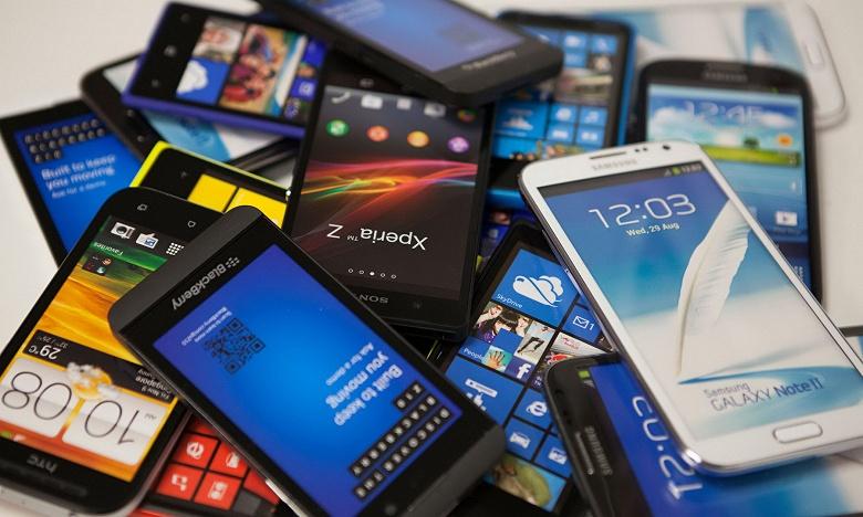За 10 лет россияне купили мобильных телефонов почти на 3 трлн рублей
