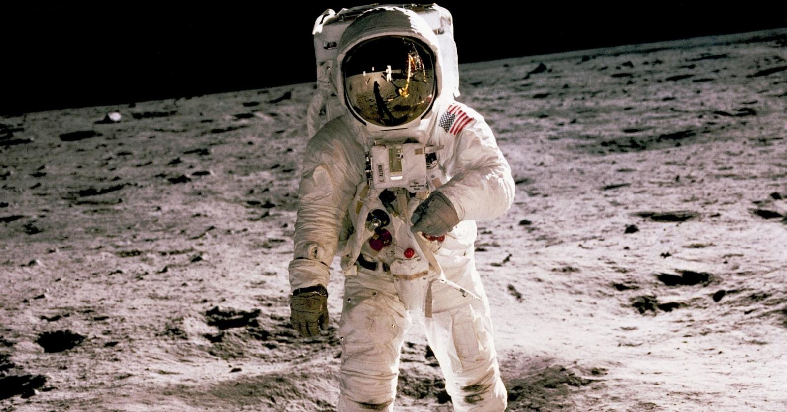 Высадку НАСА на Луну отложат на четыре года