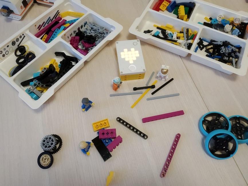 Робозвери, планы уроков и новые детали: обзор набора LEGO Education SPIKE Prime - 1