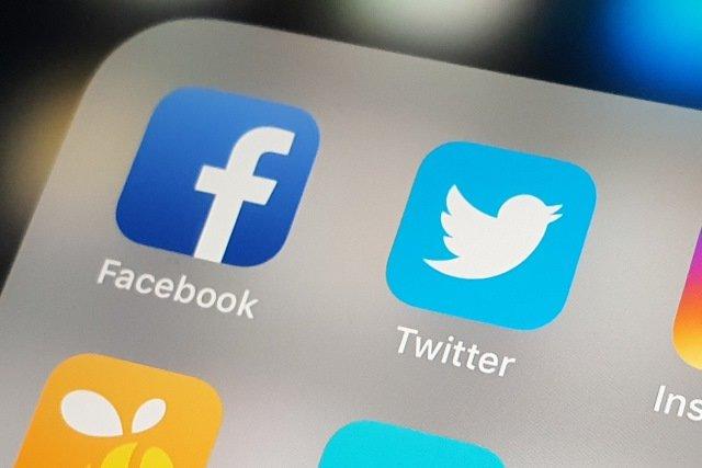 Российские власти завели дело на Facebook и Twitter