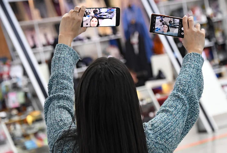 Apple и Google заставят чистить смартфоны для России