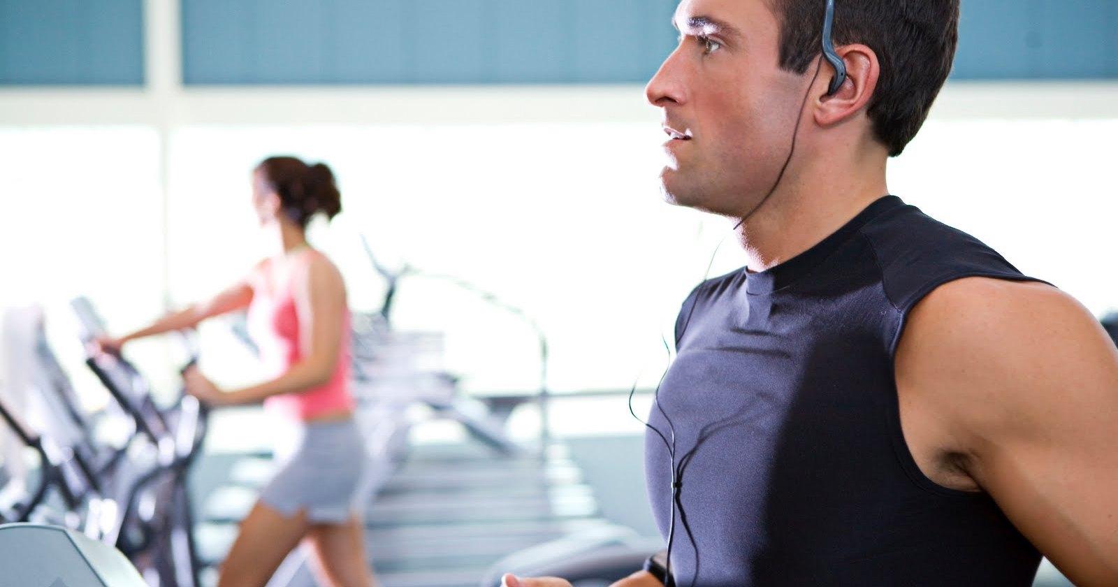 Быстрая музыка способна облегчить занятия спортом