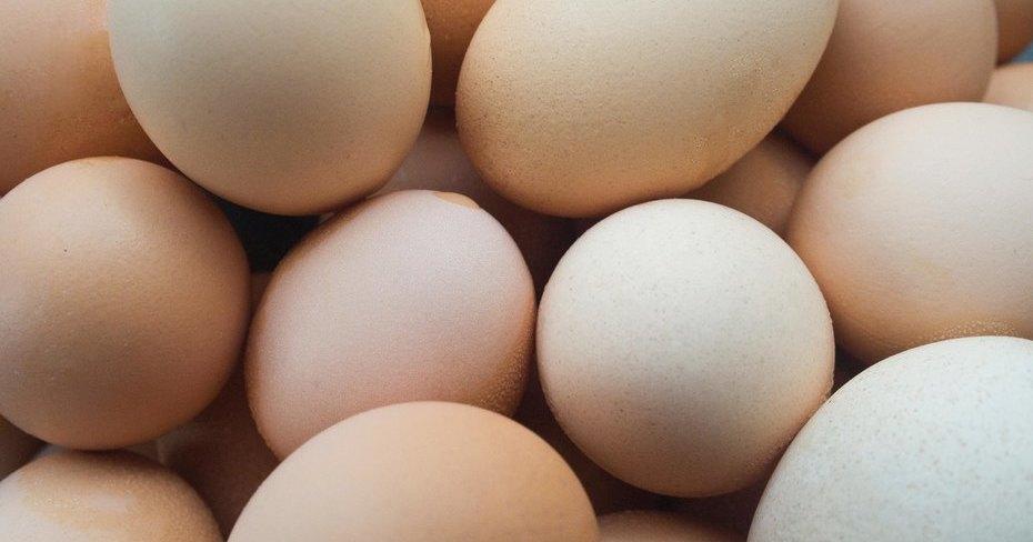 Как почистить сразу много яиц и еще 7 кулинарных лайфхаков