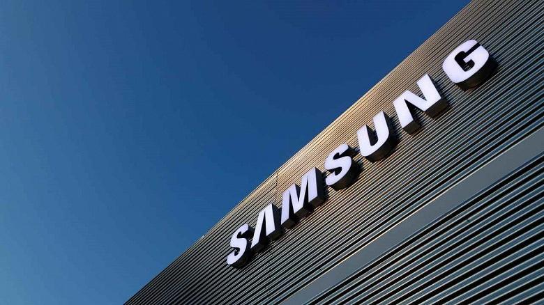 Крупнейший магазин Samsung закрыли из-за коронавируса