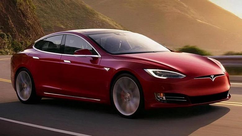 Это что-то нереальное. Акции Tesla стремительно дорожают, компания уже сравнялась с McDonald's