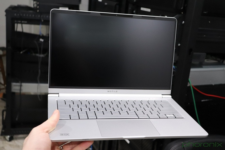 Самый популярный Linux побил Windows 10 в тесте на производительность