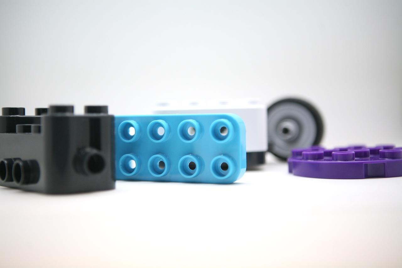 Botzees — робот-конструктор для самых маленьких с дополненной реальностью и добрыми глазами - 13