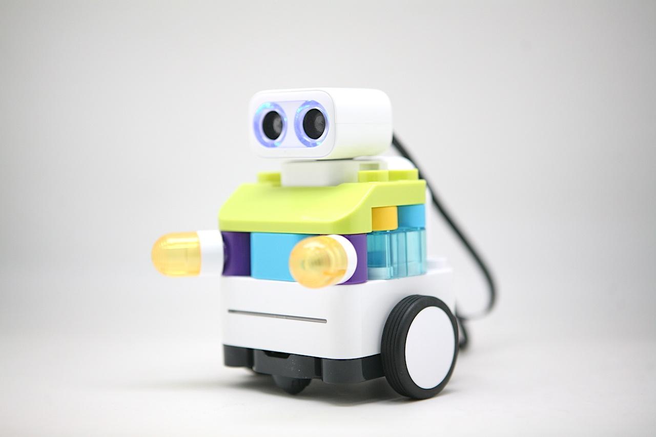 Botzees — робот-конструктор для самых маленьких с дополненной реальностью и добрыми глазами - 19