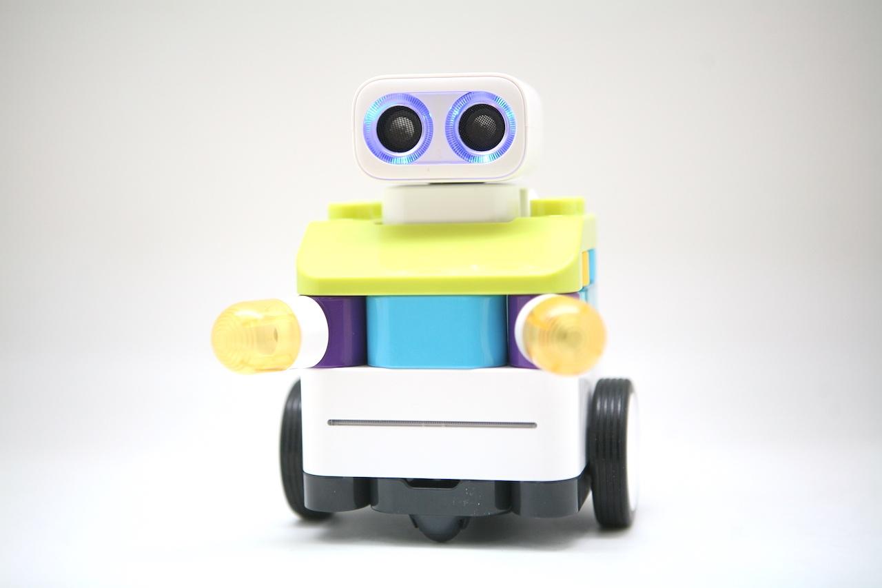 Botzees — робот-конструктор для самых маленьких с дополненной реальностью и добрыми глазами - 1