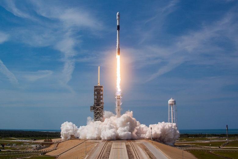 Илон Маск продает места на Falcon 9 по 1 млн долларов