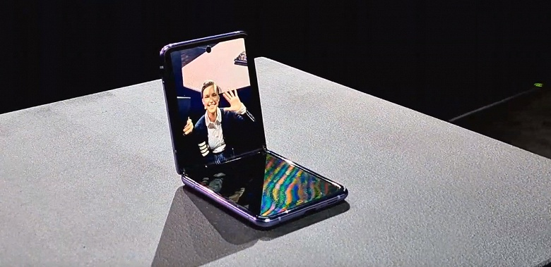 Представлен Samsung Galaxy Z Flip. Стекло на экране, самоочищающийся шарнир и цена ниже ожидаемой