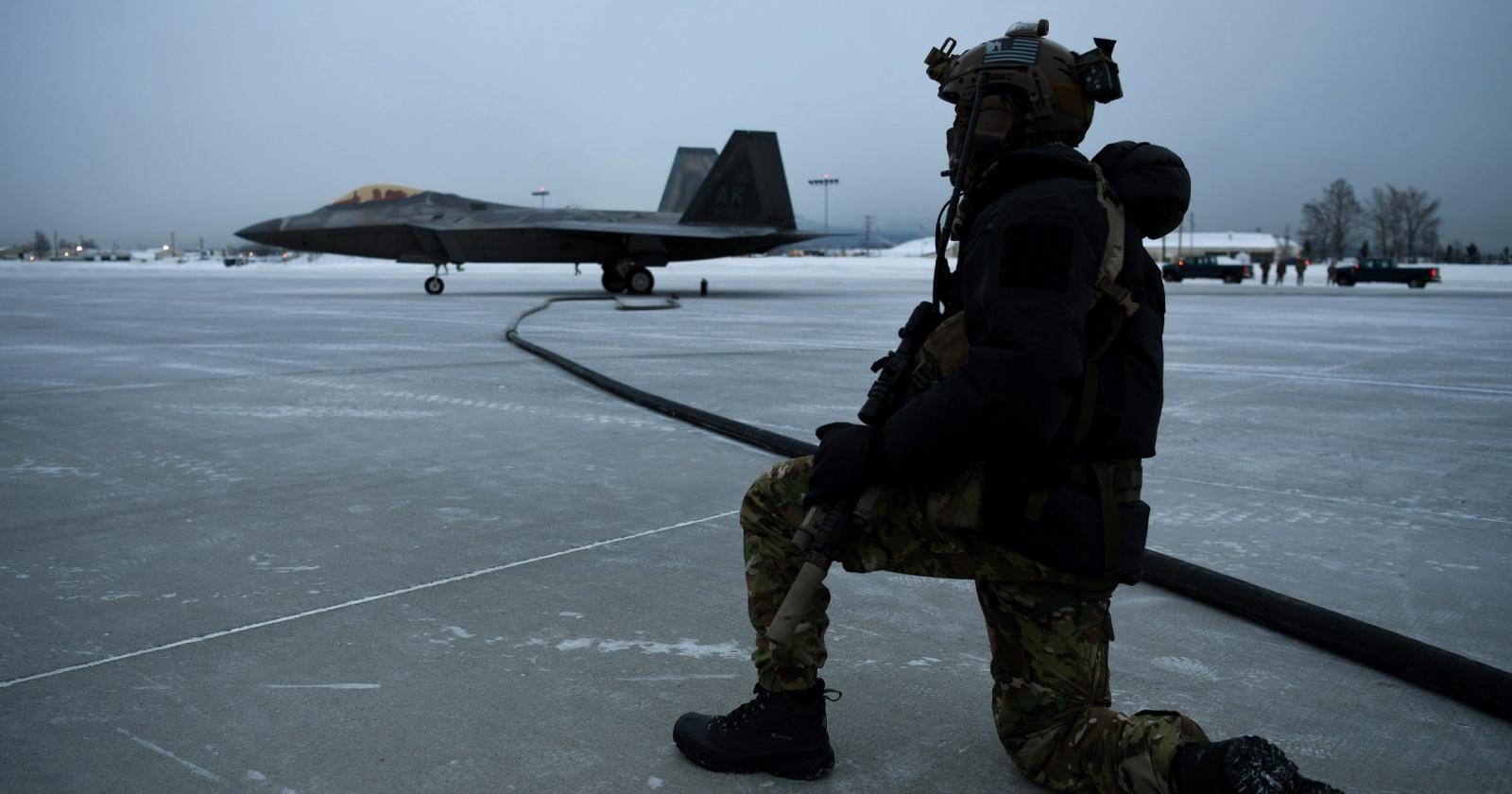 Американский истребитель F-22 проверили русским холодом